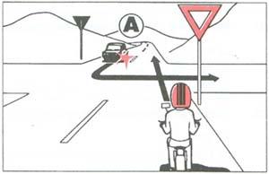 Segédmotoros kerékpárjával az ábrán látható útkeresztez?déshez érkezik.  Mi a teend?je?