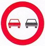 Melyik járm?vel el?zheti segédmotoros kerékpárjával a jelz?táblával megjelölt útszakszon?