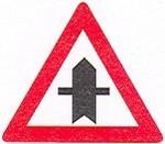 Ez a tábla azt jelzi, hogyaz úton olyan útkeresztez?dés van, ...